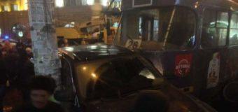 Масштабное ДТП в Одессе: трамвай сошел с рельсов, разбиты пять авто