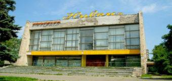 В Киеве снесли легендарный кинотеатр «Нивки». Фото