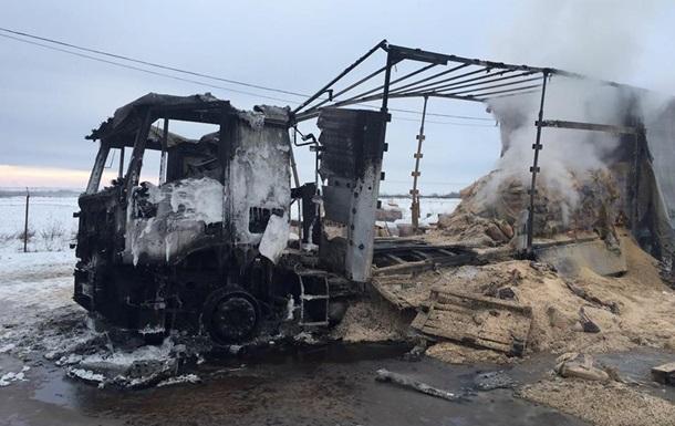 В Закарпатье почти полностью сгорел российский грузовик. Фото