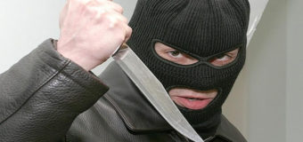 На Харьковщине смелая старушка сорвала маску с грабителя
