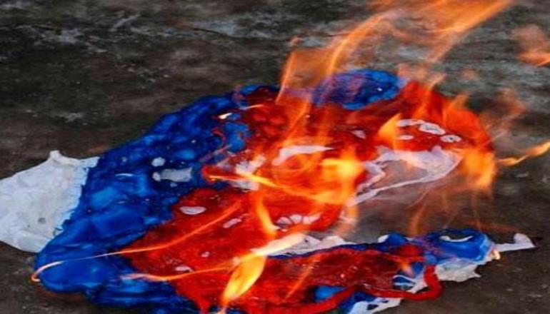 В Севастополе неизвестный пытался сжечь российский флаг
