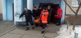 В Киеве вызвали спасателей, чтобы доставить полного мужчину в больницу. Фото