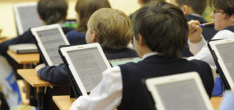 Киевские школьники будут учиться по электронным учебникам