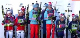Украинские и российские биатлонисты ушли с пьедестала, не дослушав гимн РФ. Видео