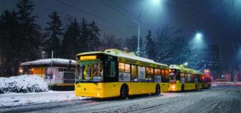 Фотофакт: Киевляне в шоке от троллейбуса с заснеженным салоном