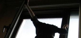 На Киевщине 14-летняя девочка выпрыгнула с 6 этажа