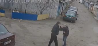 В Киеве копы избили мужчину, снимавшего их на телефон