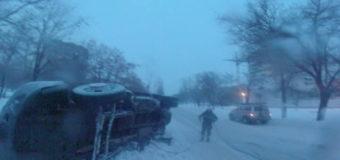 Микроавтобус с хлебом перевернулся в Николаеве