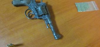 В Киеве пьяный мужчина разгуливал с заряженным револьвером в метро