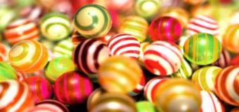 Скандал с просроченными сладостями в киевских супермаркетах всполошил сеть