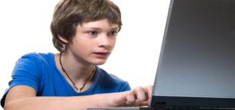 Ученые рассказали, сколько подросткам можно сидеть за компьютером