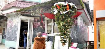 В Одессе елку повесили вверх тормашками