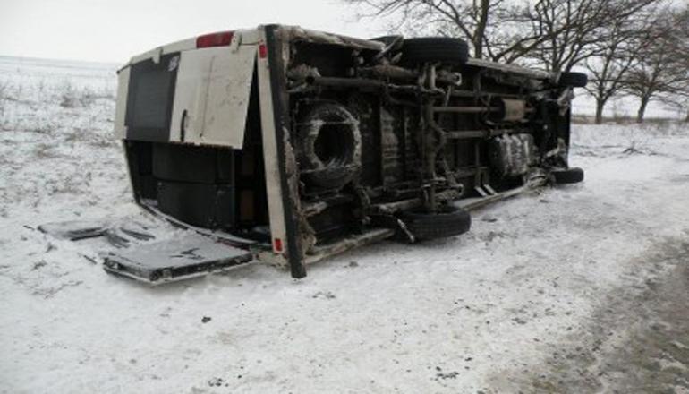 Микроавтобус с людьми перевернулся в Запорожской области