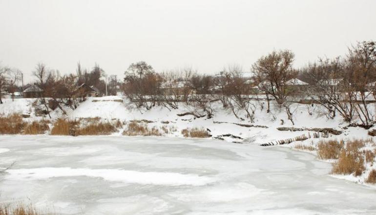 В Павлограде две женщины с ребенком провалились под лед