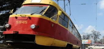 В Киеве трамвай тянул за собой мужчину около 30 метров