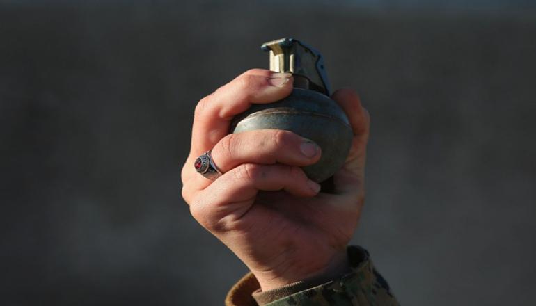 Пьяный боевик подорвал гранату, пострадали люди