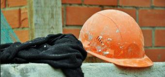 В Киеве двое строителей выпали из окон высоток