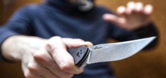Под Киевом злоумышленник с ножом напал на полицейского