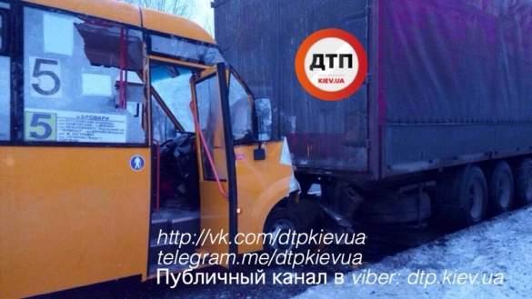 Киевская маршрутка разбилась всмятку об фуру