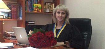 В Киеве пьяная судья напала на полицейских. Видео
