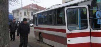 В Ровно автобус с детьми ушел под землю