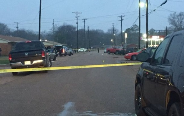 Неизвестный открыл стрельбу возле ночного клуба в США – погибли четверо