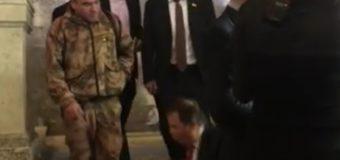 Бог наказывает Вас: Ляшко упал на лестнице в здании ВР, а после выругался. Видео