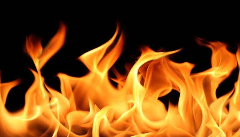 На Днепропетровщне мужчина облил себя бензином и сжег