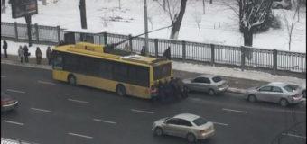 В сети высмеяли «рогатый транспорт» и «бурлаков» в Киеве