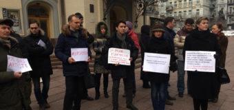 Скандал с увольнениями: в Киеве протестуют артисты Национальной оперы
