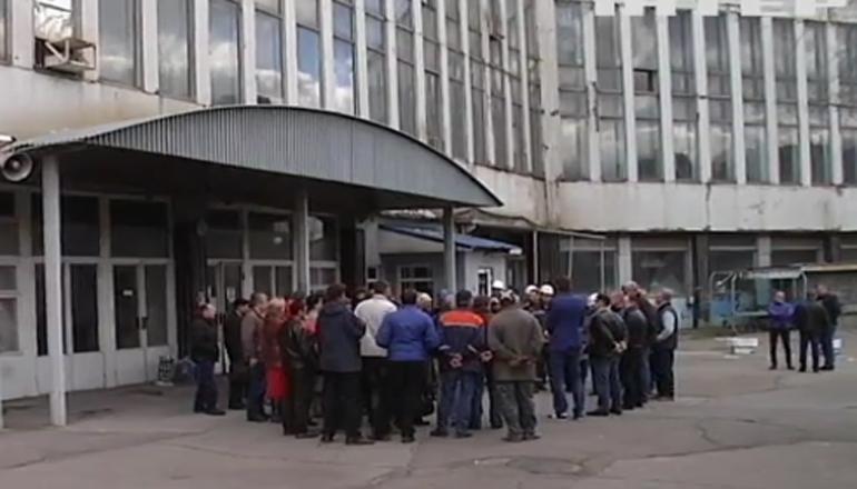 Рабочие требуют защитить николаевский завод от рейдерского захвата