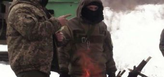 Донбасец разгонял участников блокады бензопилой. Видео