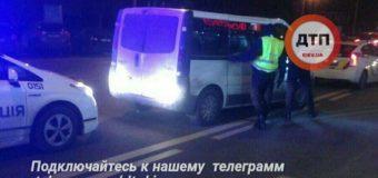 Шокирующее ДТП в Киеве: женщину выбросили из иномарки прямо на ходу