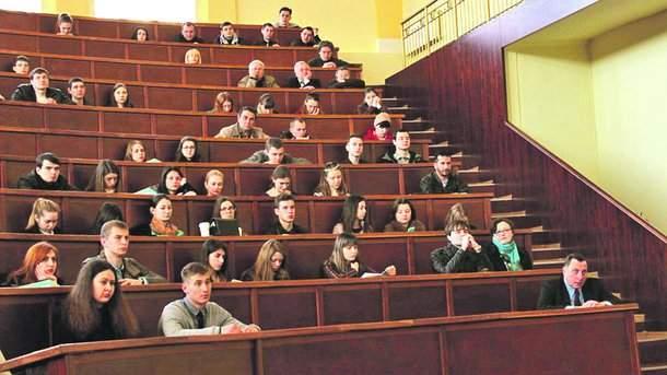 Скандал: харьковских студентов-отличников лишили стипендий