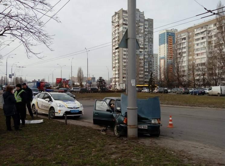 В крупной аварии под Киевом пострадали дети. Фото
