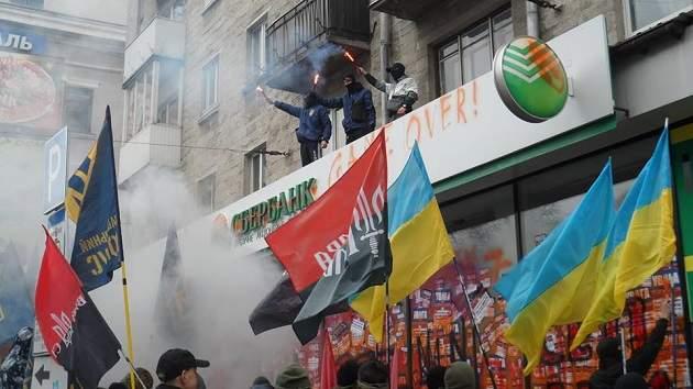 Новый трэш: в Тернополе забетонировали Сбербанк. Фото