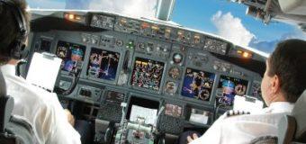 Пилот снял на видео происходящее в кабине Боинга во время сложной посадки