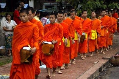 В Тайланде камера наблюдения сняла, как буддийский монах украл iPhone. Видео