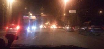 В Киеве взорвалось авто, разбившись о столб. Фото