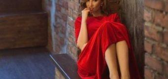 Анфиса Чехова поразила пользователей Сети фотографией в откровенном платье