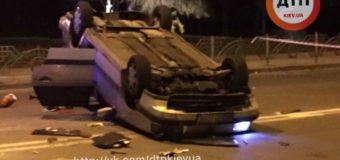 Киевская «скорая» перевернула Фольксваген и скрылась с места аварии