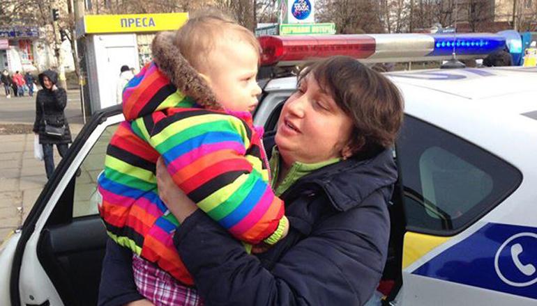 В Киеве нашли маму малышки, которую потерял дедушка. Фото