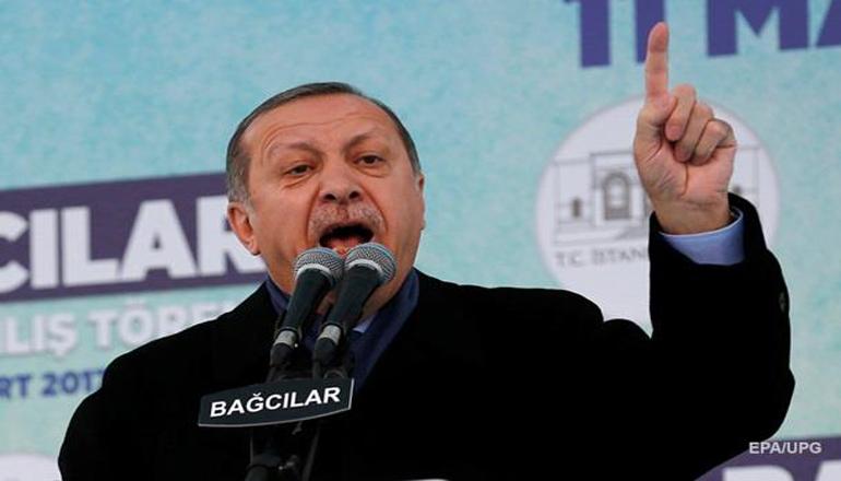 Президент Турции отменил выступления на митингах из-за проблем с горлом