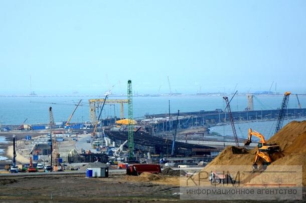 В интернете показали год строительства Крымского моста. Фото