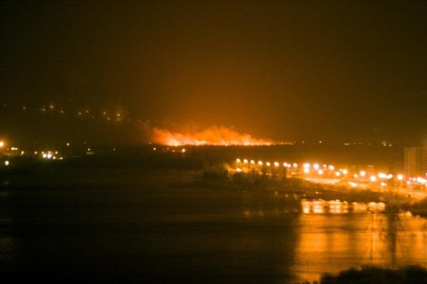 На окраине Киева произошел масштабный пожар. Видео