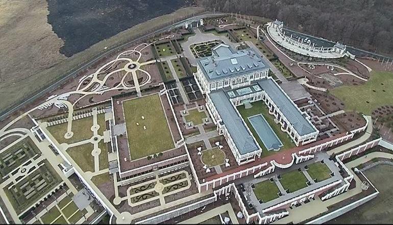 Сеть шокировал огромный «Версаль» советника Порошенко. Видео