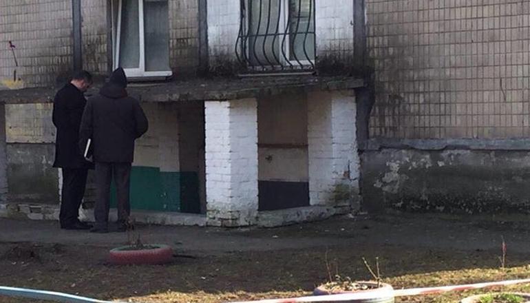 В Киеве в подвале дома застрелился мужчина. Видео