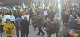 В Мариуполе на митинге против блокады Донбасса возникла потасовка
