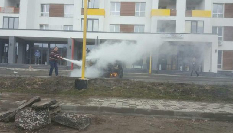 Скандал: на Киевщине сожгли внедорожник местного застройщика