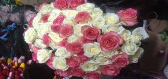 Хотел удивить: в Киеве подросток украл для девушки 76 роз